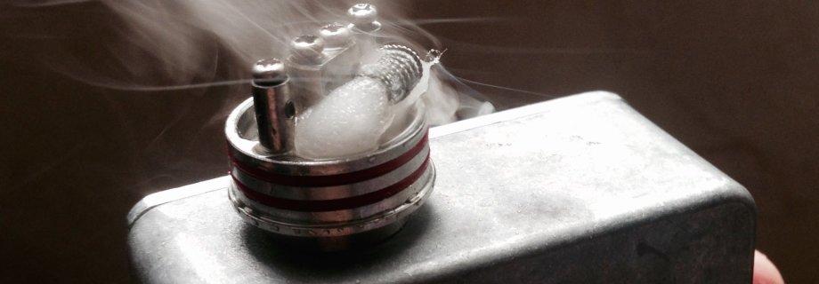 Почему трещит электронная сигарета при затяжке?